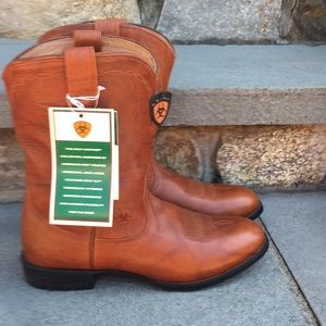 NWT Ariat Men's Size 9,5  Brown Leather Boots *